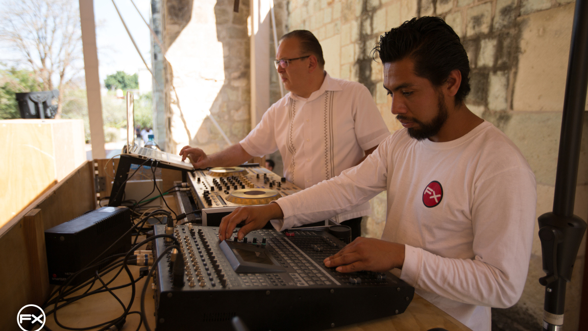 Know the work of our resident DJs, they will always have the best musical resources to make your event unforgettable